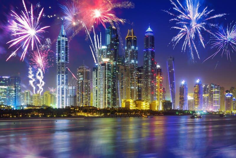 新年烟花显示在迪拜 库存照片