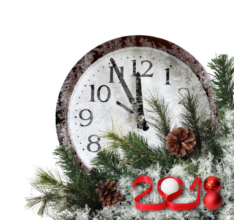 新年2018年 红色3D编号与杉树、杉木锥体和冻壁钟在白色背景 库存图片