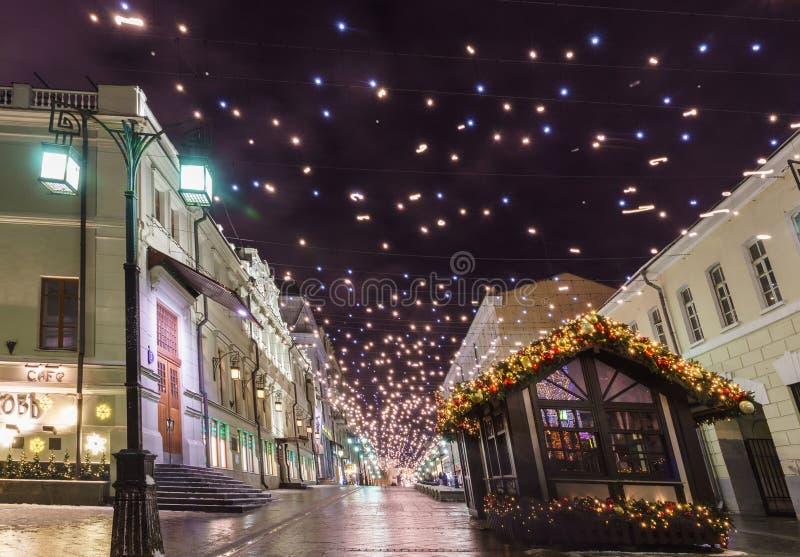 新年` s前夕:Beautuful装饰了并且照亮了莫斯科市,俄罗斯 库存照片