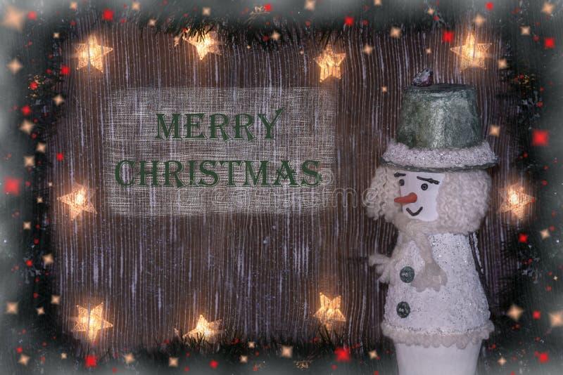 新年` s和圣诞节 与雪人和题字的欢乐圣诞节背景圣诞快乐 免版税库存照片