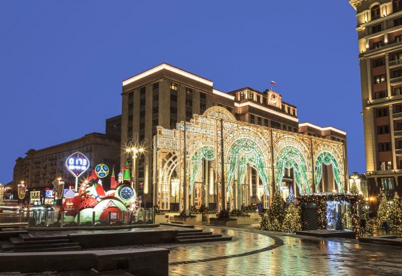 新年` s莫斯科节日到圣诞节`的`旅途,在Manege广场的风景在晚上 免版税库存照片