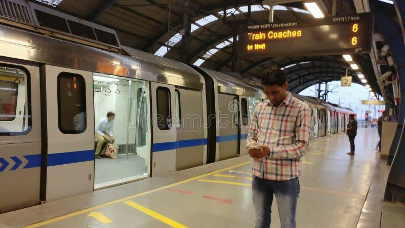 新德里地铁路轨地铁运输系统 库存图片