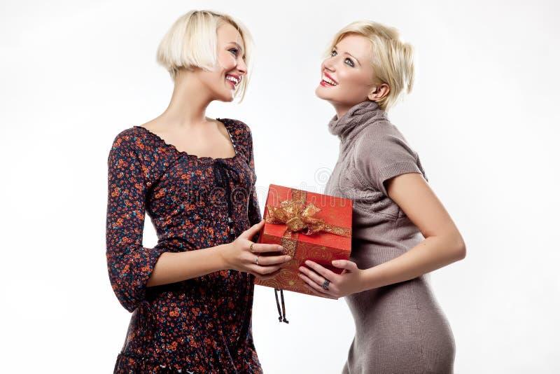 新愉快的二名的妇女 免版税库存图片