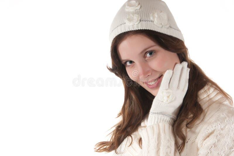 新手套帽子编织的白人妇女 免版税库存照片