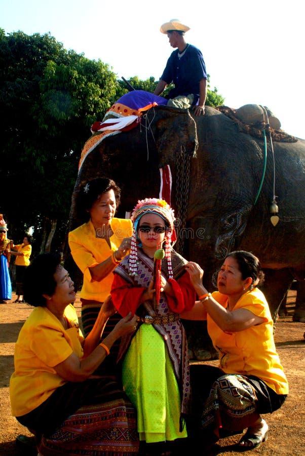 新手礼服Si Satchanalai大象后面整理的Proce 库存照片
