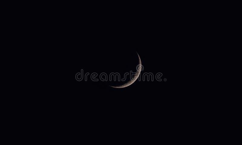 新月形月亮或新月在黑暗的暗淡的晚上印度 免版税库存图片