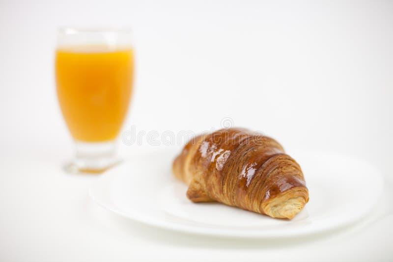 新月形面包cofee表 免版税图库摄影