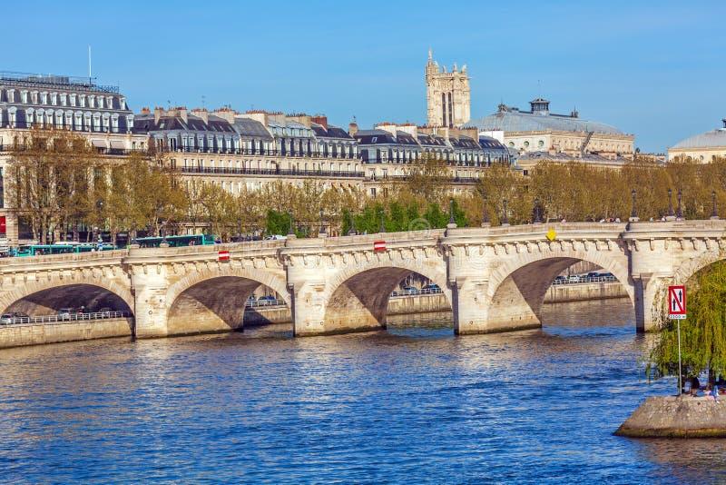 新桥,桥梁在巴黎 图库摄影