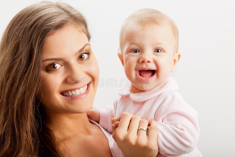 新母亲藏品她的现有量的女婴 库存照片