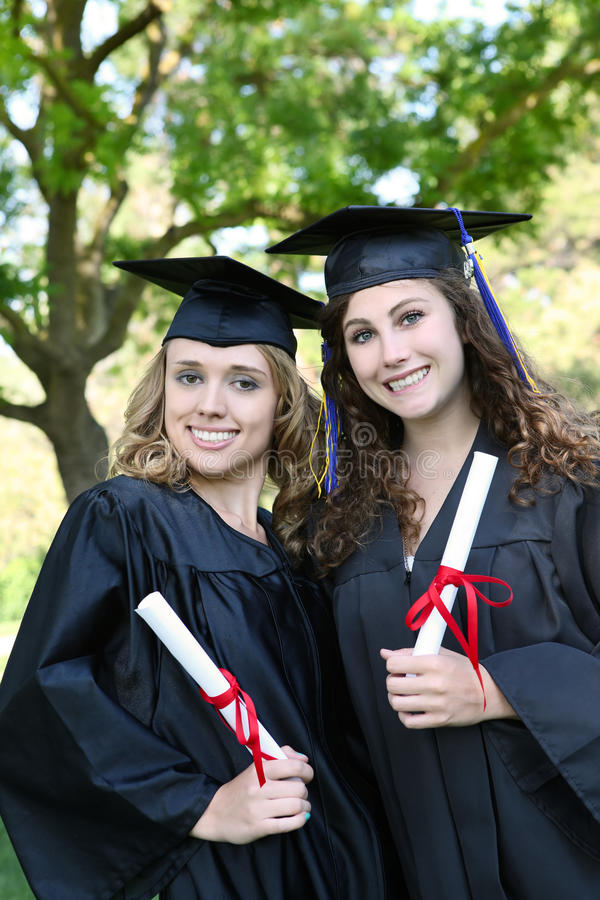 新毕业俏丽的妇女 免版税库存图片