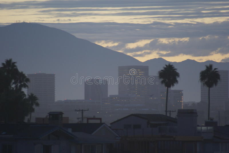 从新港海滨的尔湾黎明前 免版税库存照片