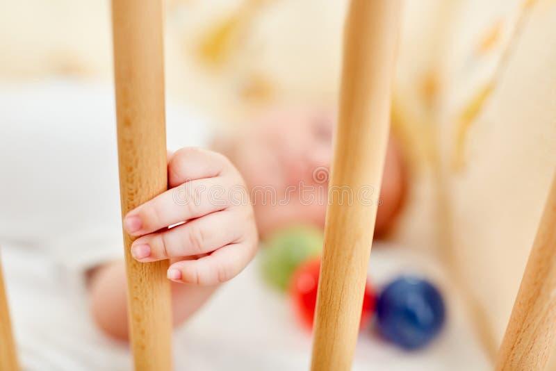 新生儿睡着 免版税库存照片