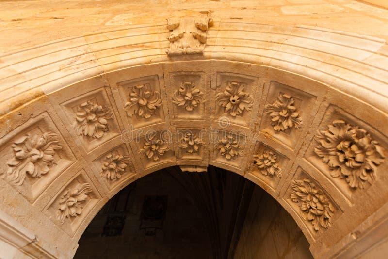 新生曲拱在萨拉曼卡圣埃斯特万女修道院  库存图片