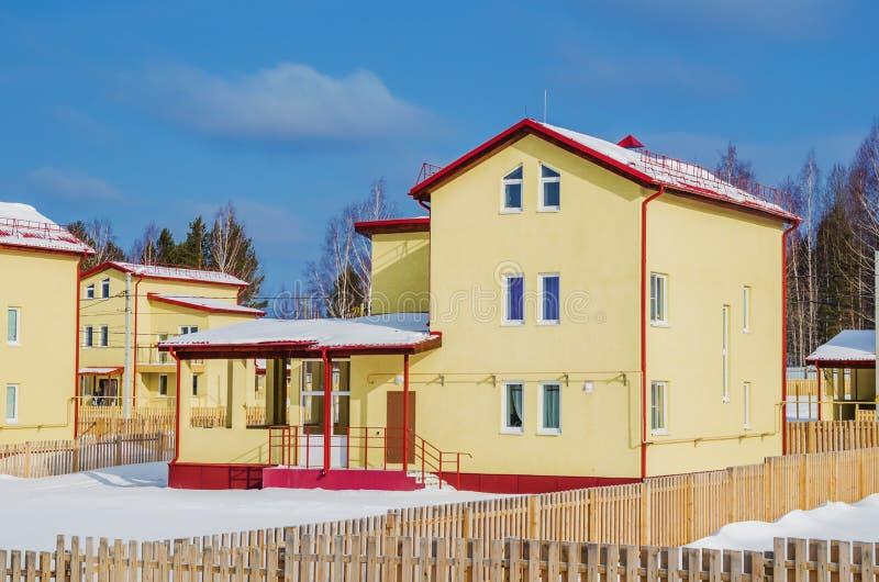 新的三层房子 免版税图库摄影