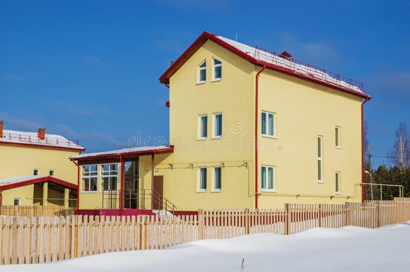 新的三层房子 库存图片