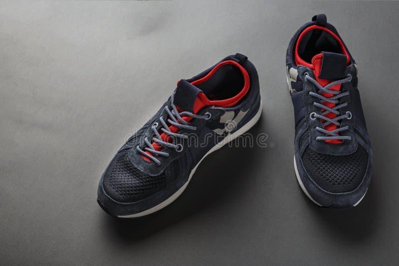 新的人` s运动鞋 库存照片