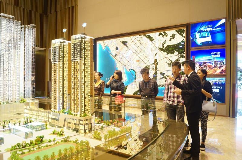 新的住宅销售在房地产输送管道公司中 免版税库存照片