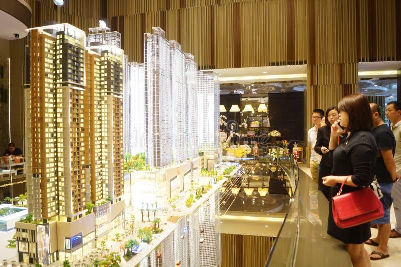 新的住宅销售在房地产输送管道公司中 免版税库存图片