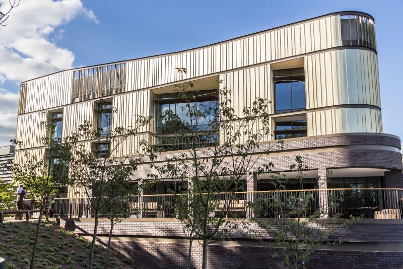Download 新的修造-办公大楼 编辑类库存照片. 图片 包括有 的主动脉, 布琼布拉, 街道, 企业, 五颜六色, 结构 - 72354573