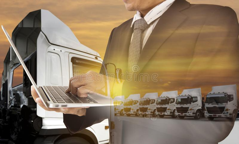 新的卡车队运输 免版税库存图片