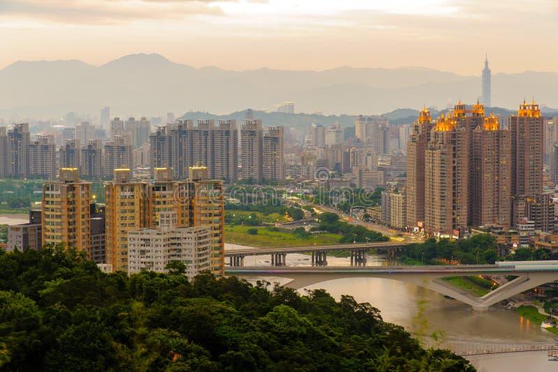 新的台北市夜视图  库存图片