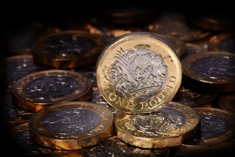 新的在聚光灯的1英镑硬币 库存照片