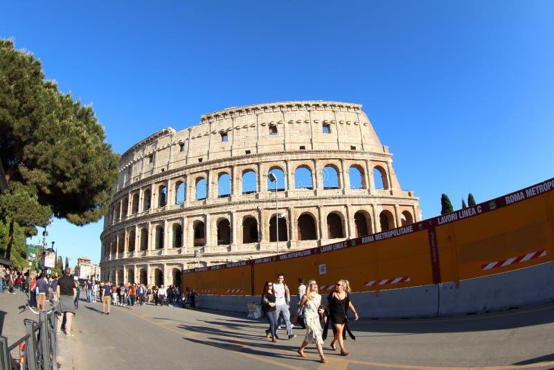 新的地铁建筑和罗马斗兽场,罗马 免版税图库摄影