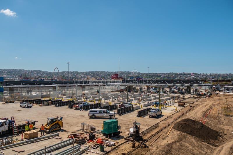 新的墨西哥边界工地工作在圣伊西德罗-加利福尼亚,美国- 2019年3月18日 免版税库存图片