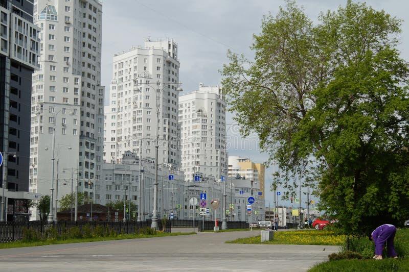 新的大厦的片段照片在街道Tatishchev上的 库存图片