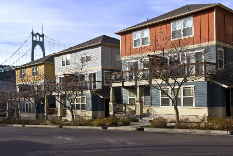 新的套楼公寓行在圣约翰俄勒冈回家 免版税图库摄影