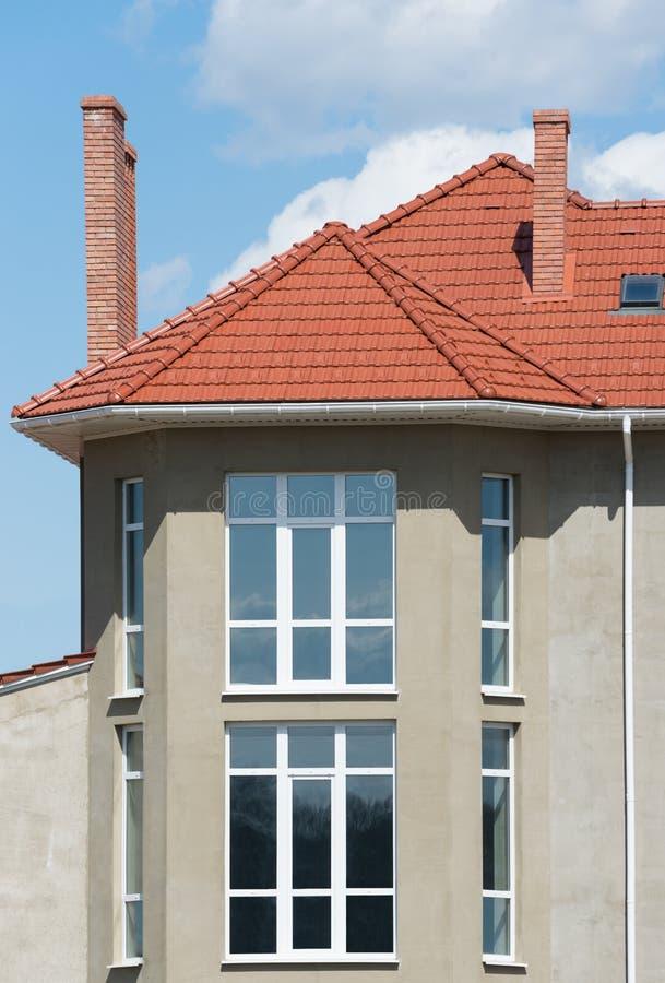 新的家和屋顶 免版税图库摄影