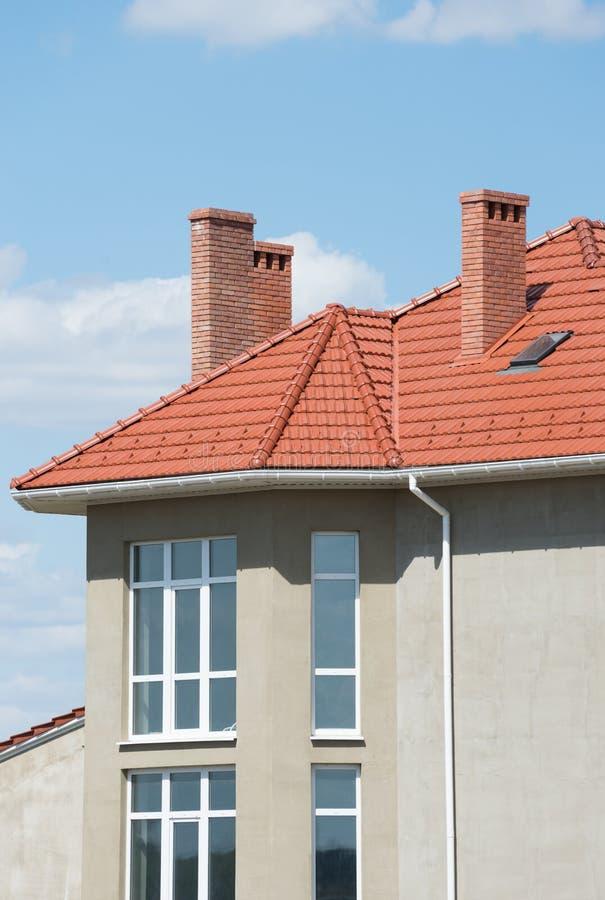 新的家和屋顶 免版税库存图片