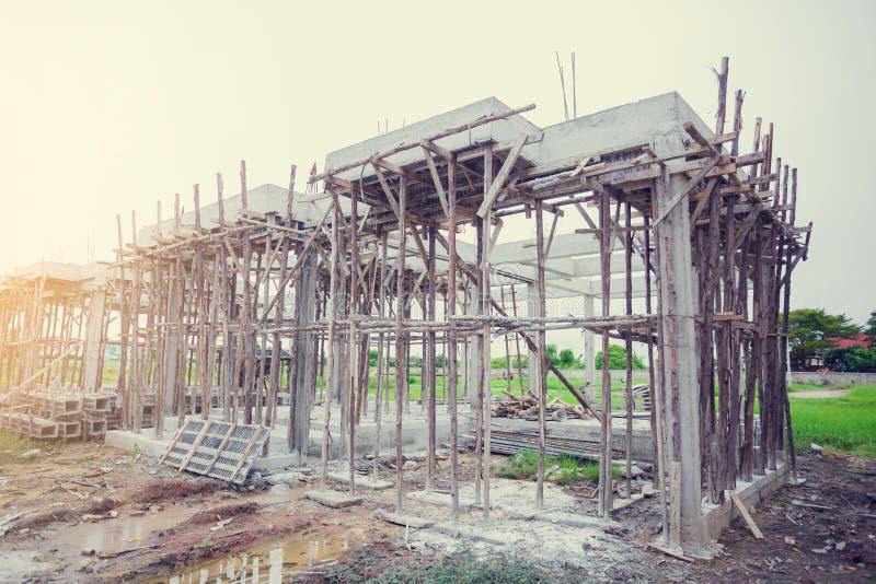 新的家庭建筑的钢筋混凝土 免版税库存图片