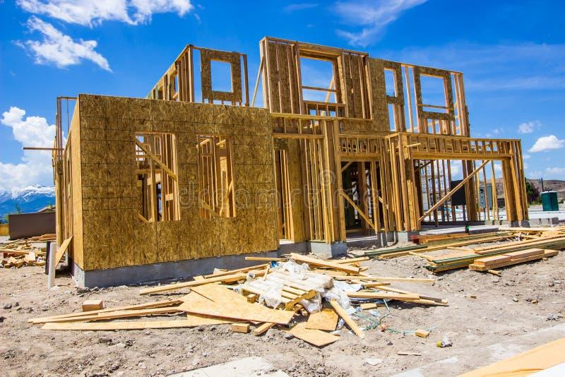 新的家庭建筑进入构筑的阶段 免版税库存照片