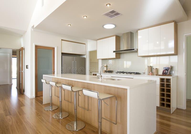 新的家庭船上厨房厨房 免版税库存照片