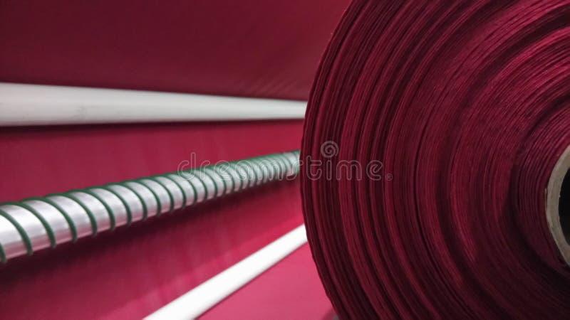 新的工业桃红色卷,桃红色背景 概念:材料,织品,制造,服装工厂,织品新的样品  免版税库存图片