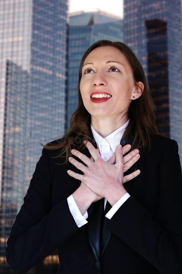 新的工作感恩的女商人职业变化前面查寻 免版税库存图片