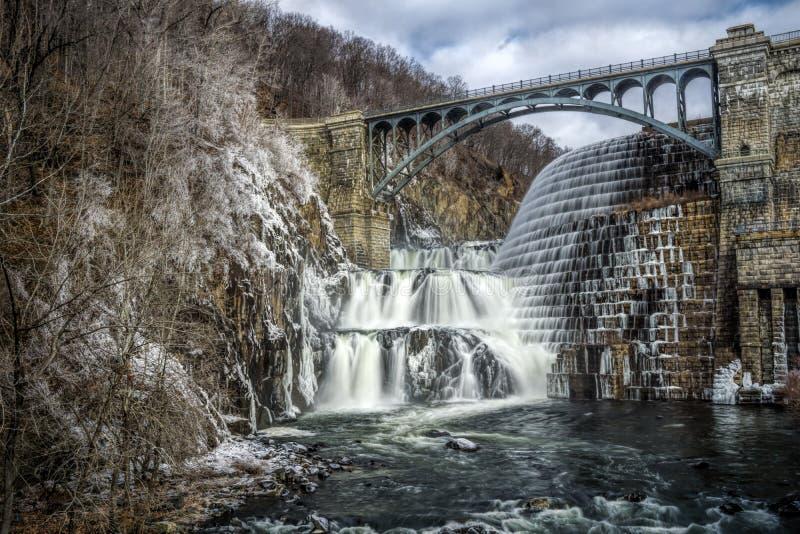 新的巴豆水坝溢洪道 免版税库存图片