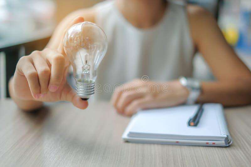 新的想法,创造性,天才和创新概念 免版税图库摄影