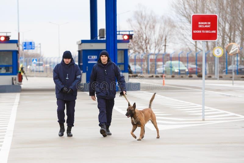 新的摩尔多瓦的乌克兰边界Palanca的就职典礼的海关官员 免版税库存图片