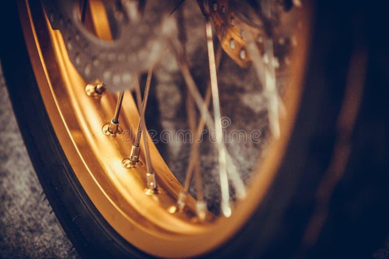 新的摩托车轮子 库存图片
