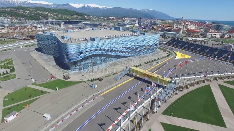 新的旅馆的索契,俄罗斯建筑在奥运村在索契,俄罗斯 容量将到达2,600个人 的treadled 免版税库存照片