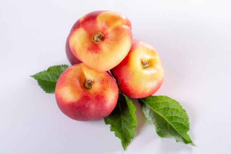 新的杂种甜果子nectarina platerina、平的土星或者多福饼 图库摄影