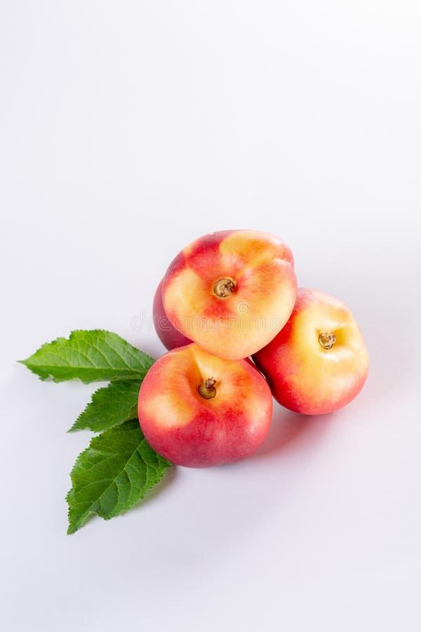 新的杂种甜果子nectarina platerina、平的土星或者多福饼 免版税库存图片