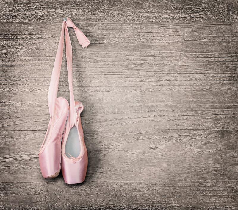 新的桃红色芭蕾舞鞋 库存图片