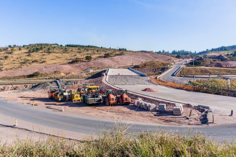 新的桥梁路高速公路工业机器 免版税库存图片