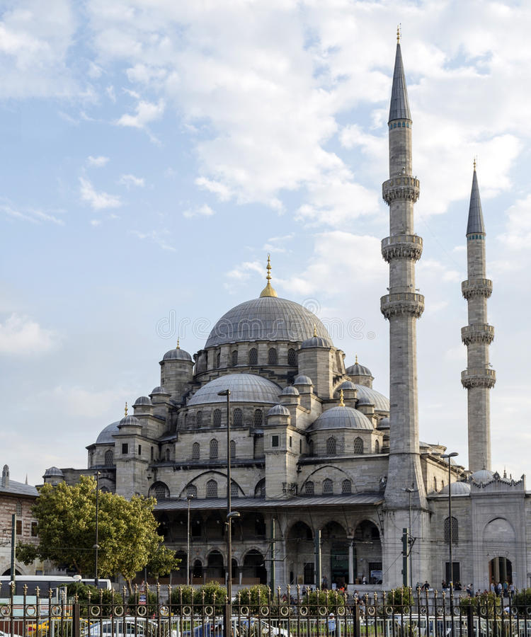 新的清真寺(Yeni Cami)在Bosphorus,伊斯坦布尔,土耳其附近 免版税库存照片