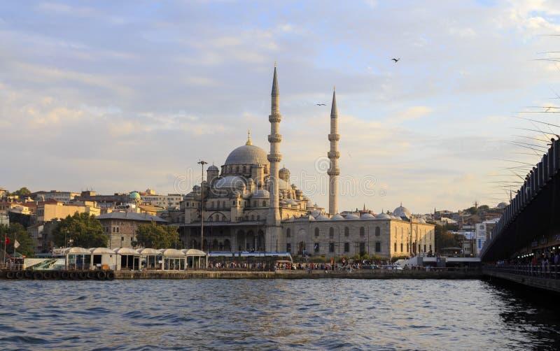 新的清真寺(Yeni Cami)日落,伊斯坦布尔,土耳其 库存照片