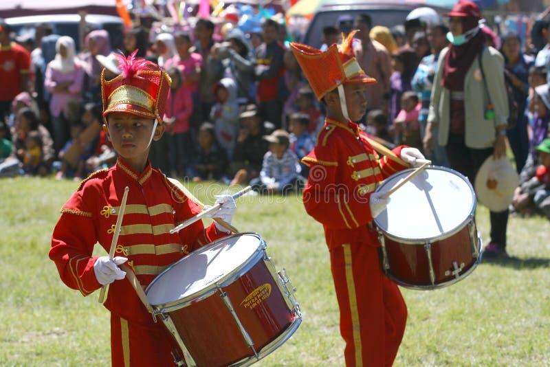 Download 新的游行乐队 图库摄影片. 图片 包括有 竞争, 基本, 按照, 中央, 印度尼西亚, 前进, 学员, 的treadled - 62536477