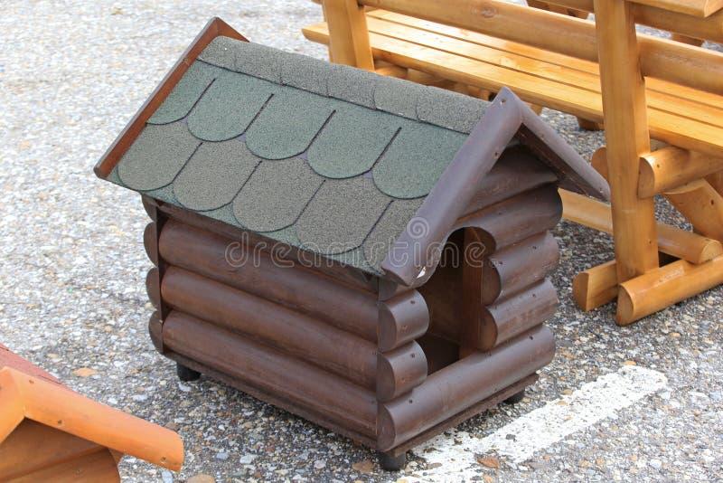 新的犬小屋 免版税库存图片